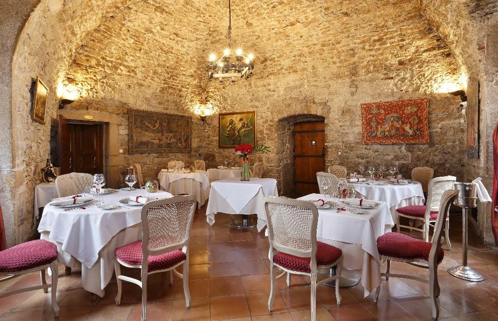 Restaurant Gastronomique Chateau Isere